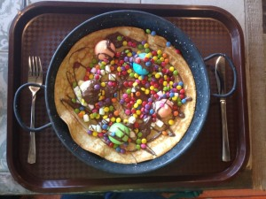 "Pancake ""Kackfidel & Poppenlustig"" with marshmallows, melted chocolate, and chocolate beans"